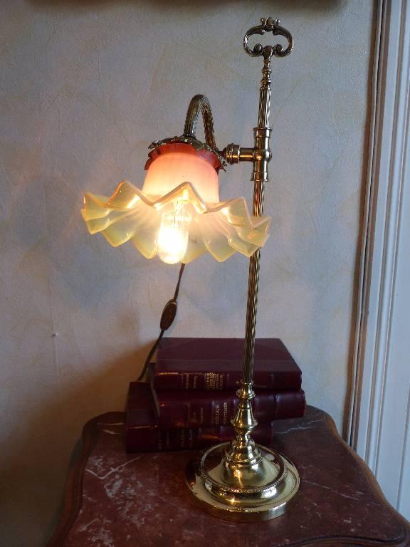 No - 264 - Lampe de salon ou bureau en bronze et laiton . | Puces Privées