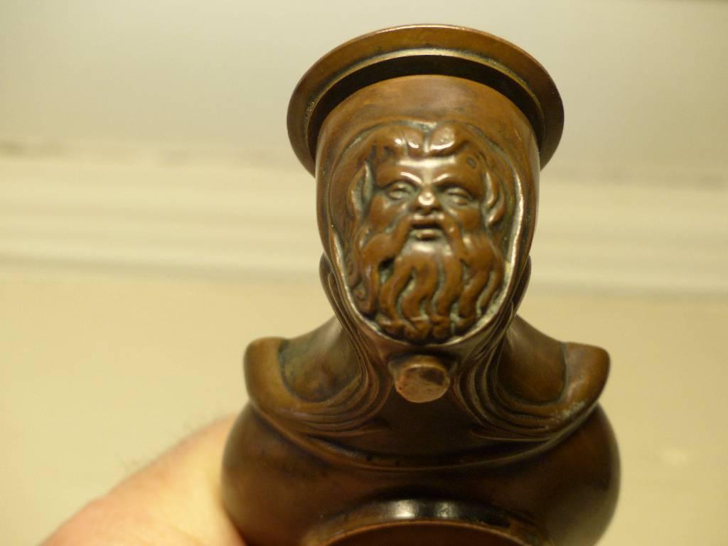 No -259 -   Bougeoir à main en bronze signé Barbedienne . | Puces Privées