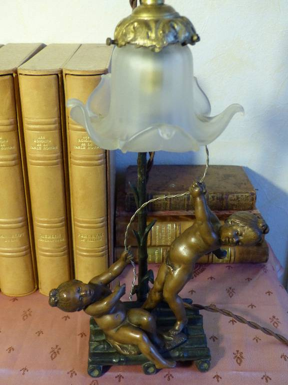 No - 266 - Lampe aux deux enfants en régule patine bronze | Puces Privées