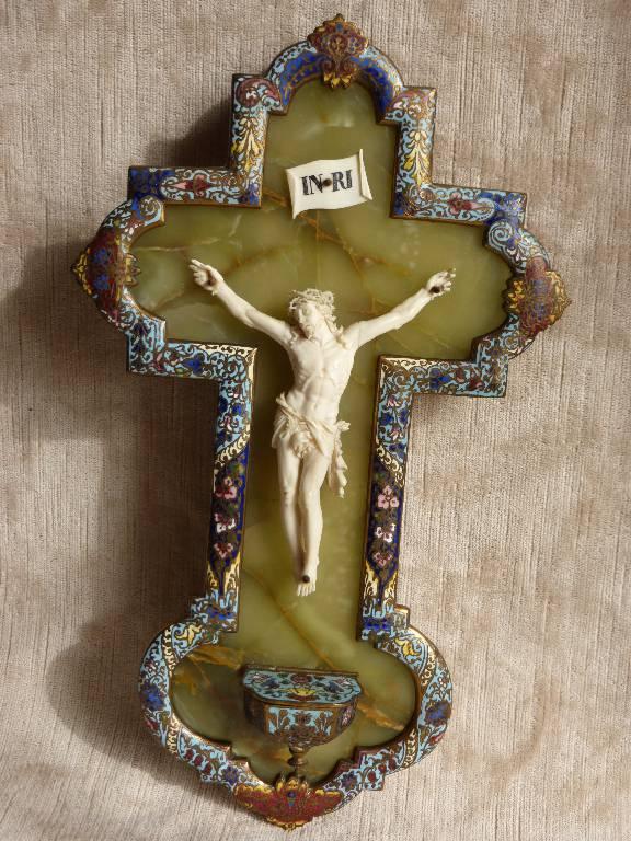 No - 236 - Christ en ivoire sur onyx encadré d'émaux  cloisonnés sur bronze doré époque 19 ème siècle | Puces Privées