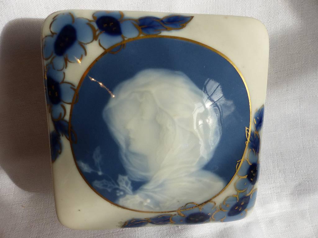 No - 284 - Belle boite en porcelaine de Limoges par Camille Tharaud | Puces Privées