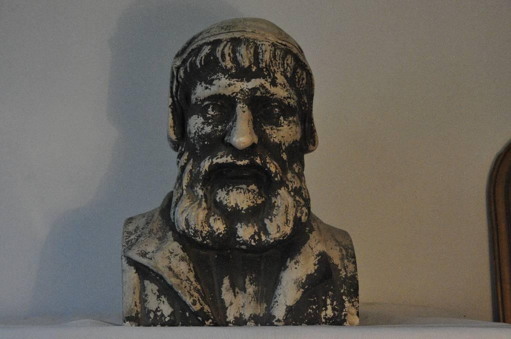 Buste plâtre personnage des lettres | Puces Privées
