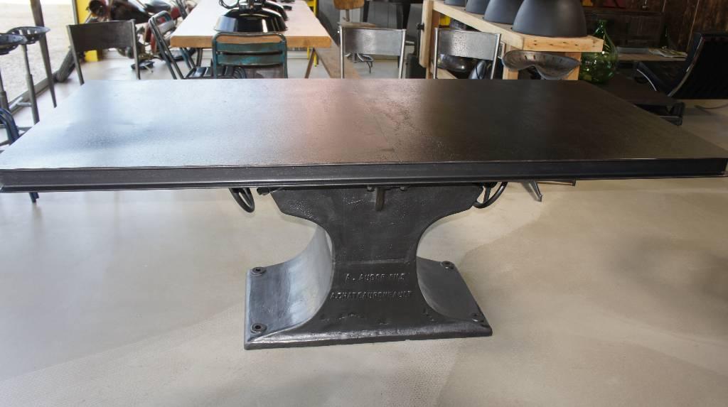 Table industriel tout en métal   Puces Privées
