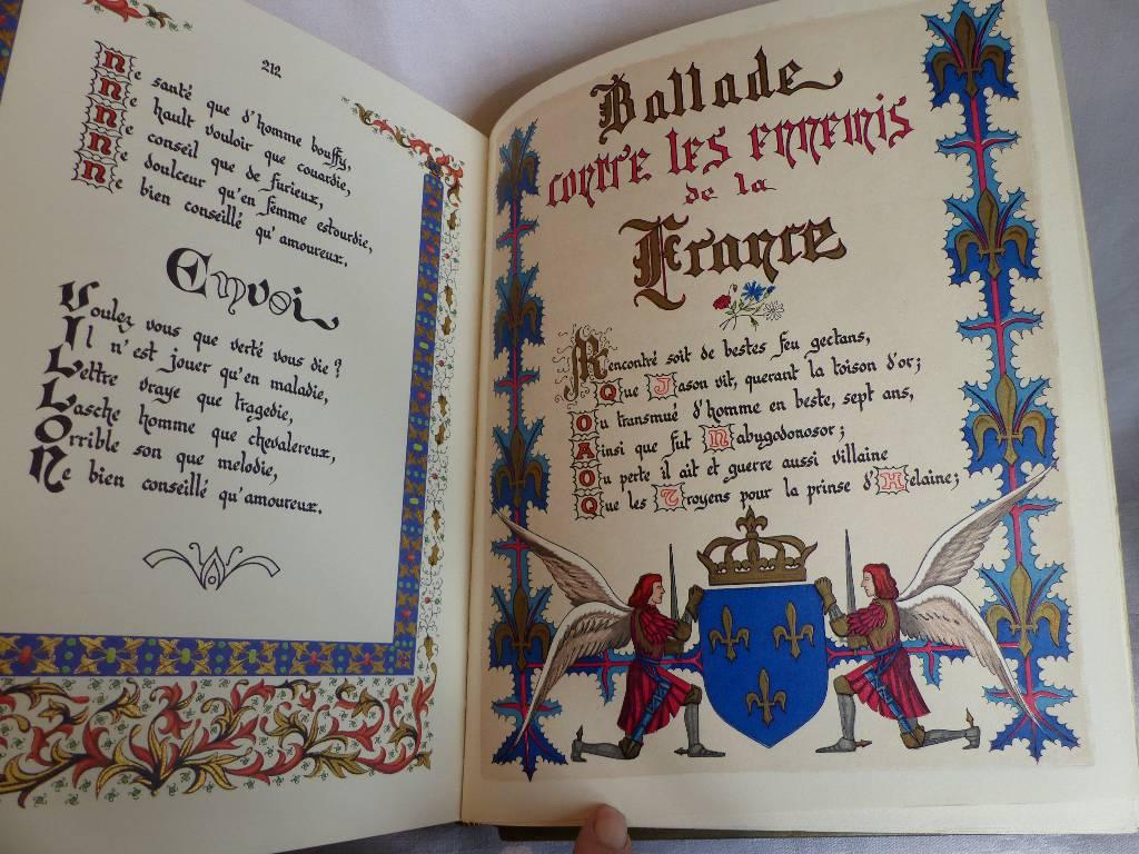 No -  288 - LES ESCRIPTS de François Villon , calligraphié et enluminé par Guignard . Paris 1974  deux volumes | Puces Privées