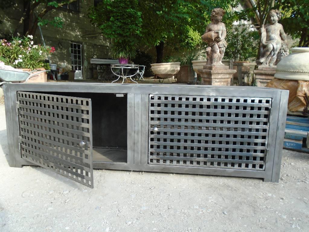 Meuble TV en acier   Puces Privées