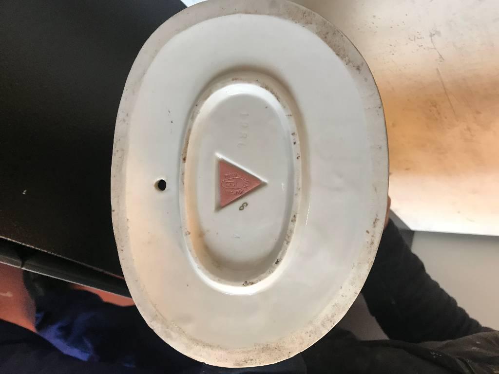 Personnages en porcelaine   Puces Privées