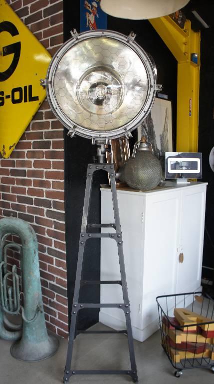 Luminaire industriel | Puces Privées