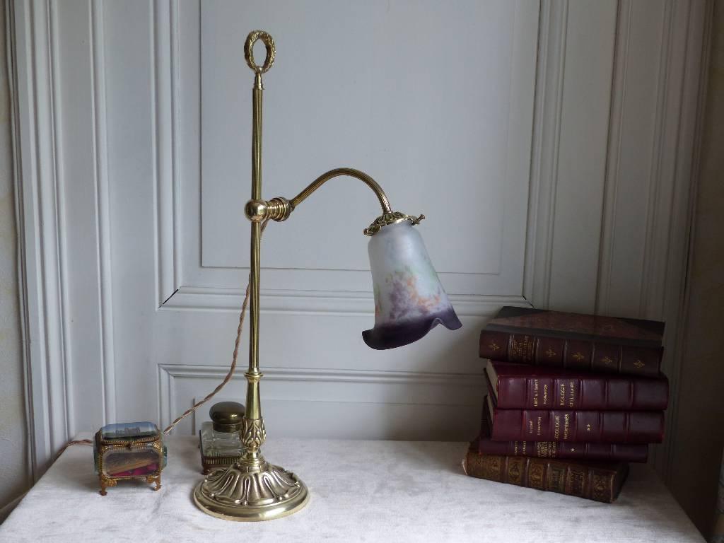 No - 300 - Belle lampe de bureau ou de salon en bronze et tulipe en pâte de verre signé LOTI à Nancy . | Puces Privées
