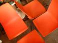 Chaise plastique orange éditée par Fantasia, Chaises - tabourets, Sièges | Puces Privées