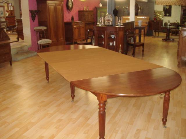 TABLE SIX PIEDS ACAJOU DE CUBA | Puces Privées