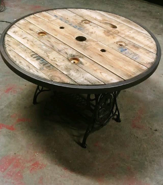 Très belle table style industriel. | Puces Privées
