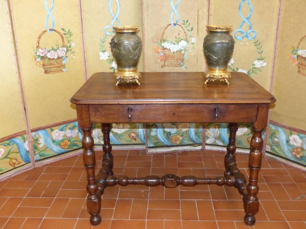 Table de salon bureau époque louis xiii époque xvii éme siecle  Noyer   Puces Privées