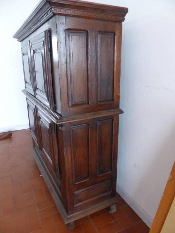 Tout petit quatre portes buffet epoque louis XIII circa XVII Eme dans son Jus  rustique | Puces Privées