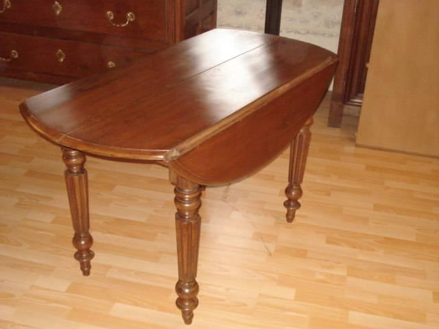 TABLE QUATRE PIEDS OUVRANTE | Puces Privées