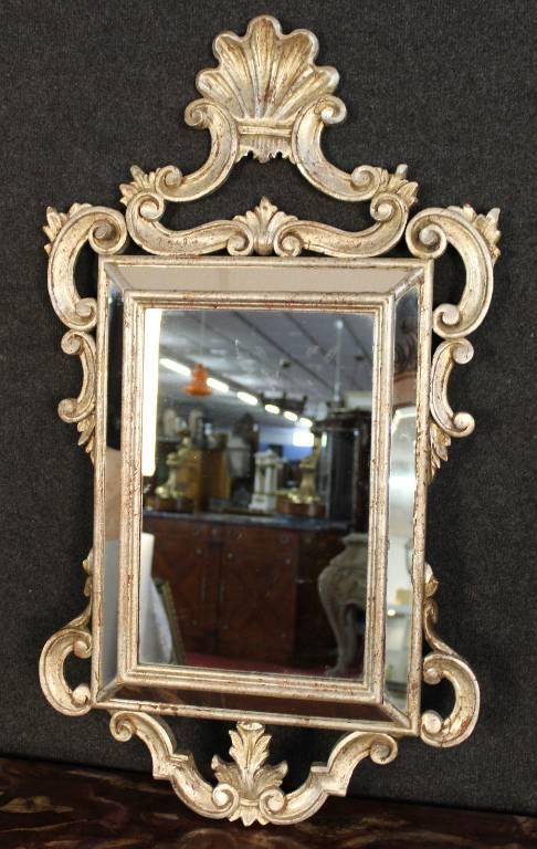 Miroir Louis XV à pare close à patine argentée.   Puces Privées