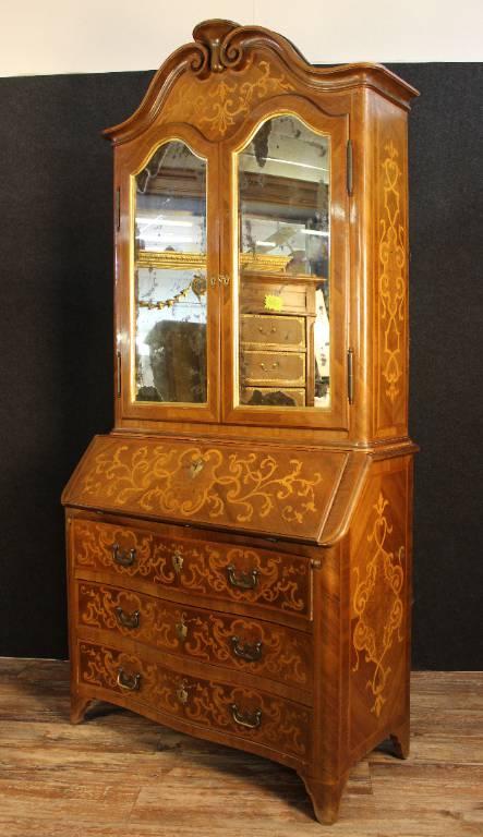 Secrétaire Cabinet Louis XV galbé en noyer et marquèterie de bois jaune. | Puces Privées