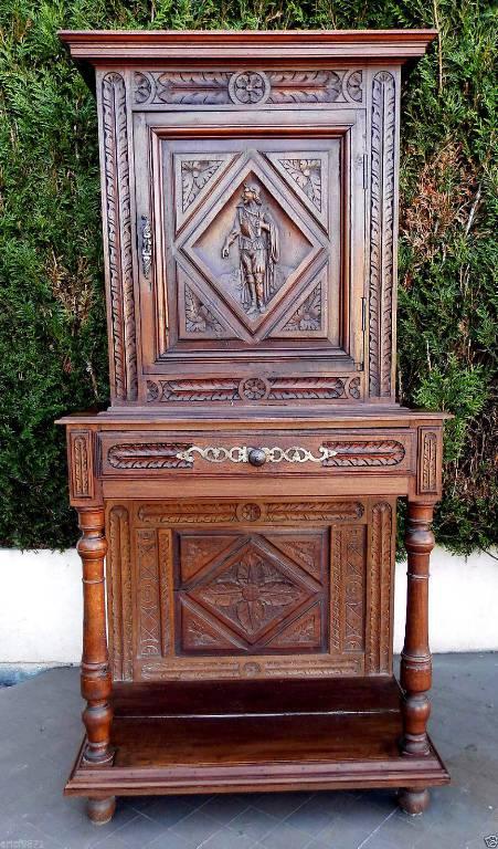 Cabinet Renaissance à retrait en bois naturel. | Puces Privées