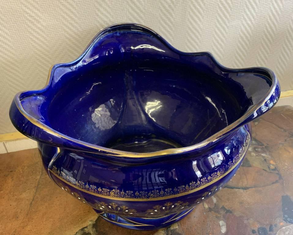 Cache pot Keller et Guerin en porcelaine couleur bleu roi. | Puces Privées