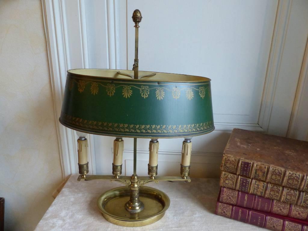 No - 332 - Lampe bouillotte à quatre lumières de style Empire en bronze et tôle | Puces Privées