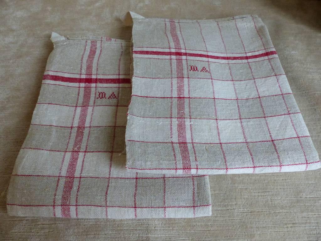 No - 333 - Deux torchons en toile de lin à carreaux avec attache | Puces Privées