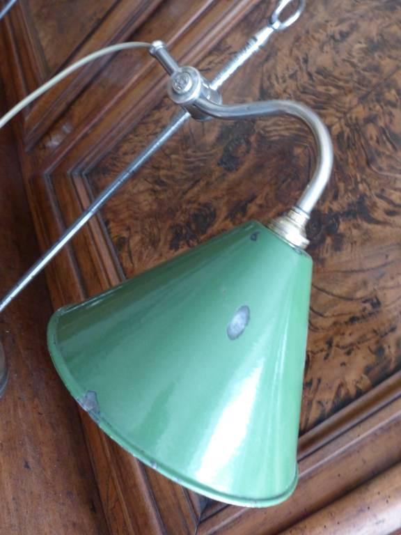 No - 344 - Deux lampes d'atelier réglables avec abat-jour en tôle émaillée . | Puces Privées