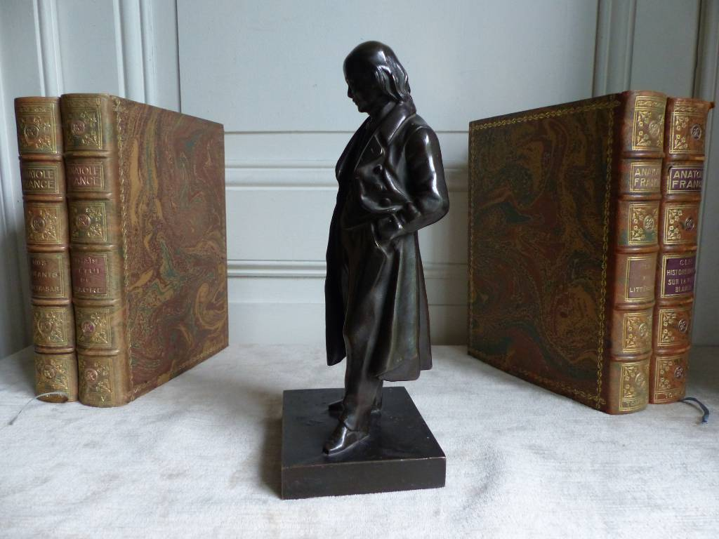 No - 345 - Bronze à patine noire représentant Pierre  Jean de Béranger  1780 - 1857 .   Puces Privées