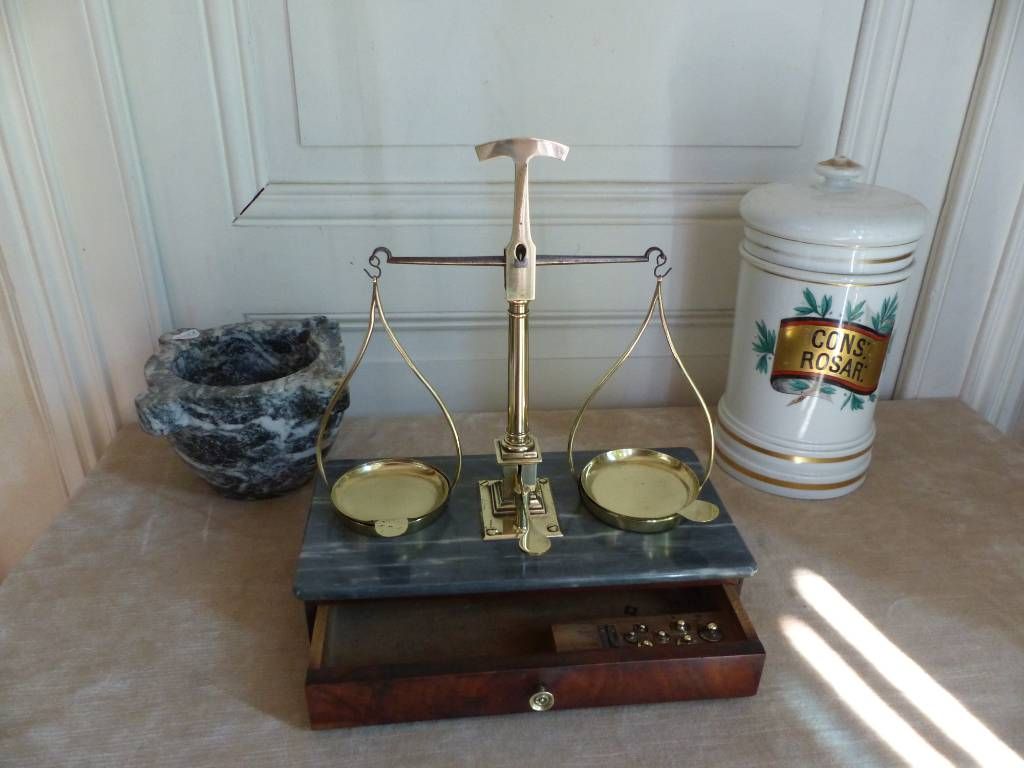 No - 352 - Balance trébuchet  , pharmacie ,  apothicaire  , herboriste , bijoutier , époque 19 ème siècle   Puces Privées