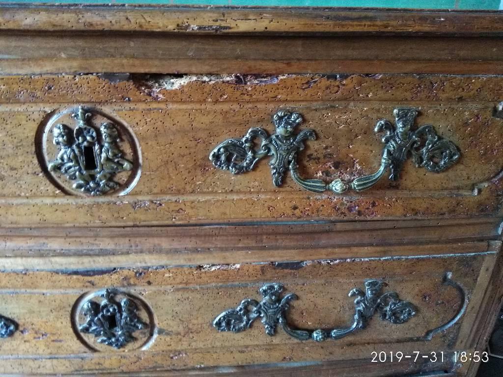 Commode en noyer style Louis XIV du XVIII° | Puces Privées