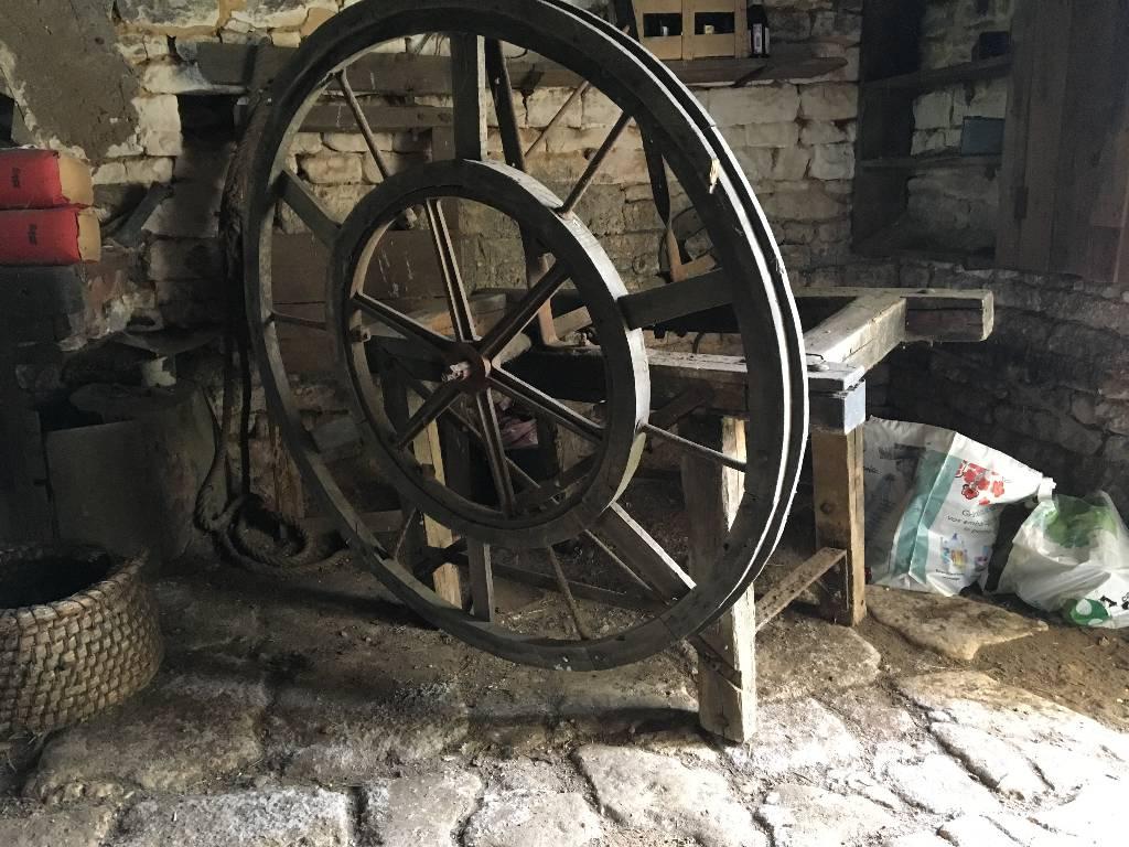roue en bois | Puces Privées