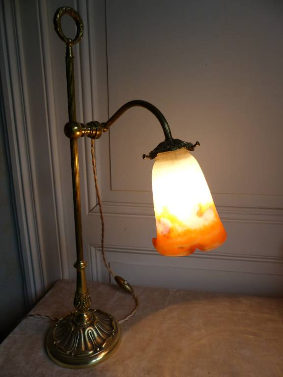 No - 360 - Belle lampe en bronze avec une tulipe en pâte de verre signé Muller frères Lunéville . | Puces Privées