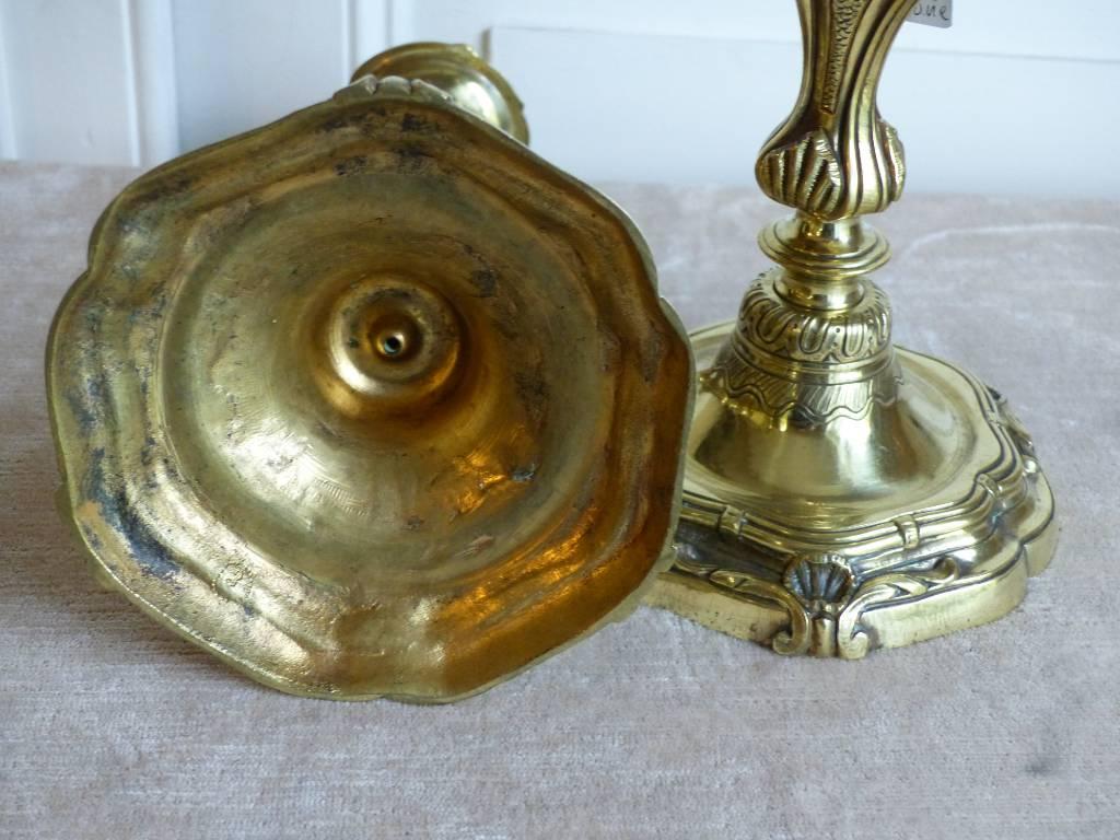 No - 362 - Paire de bougeoirs de style Louis XV en bronze , époque 19 ème | Puces Privées