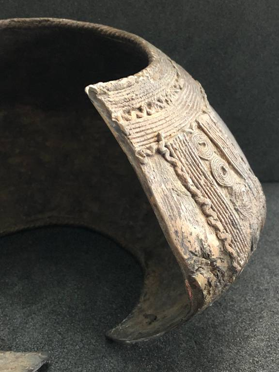 CHEVILLERE NGA NGBLI BAOULE Côte d'Ivoire riche décor crocodile humain 2kg475 | Puces Privées