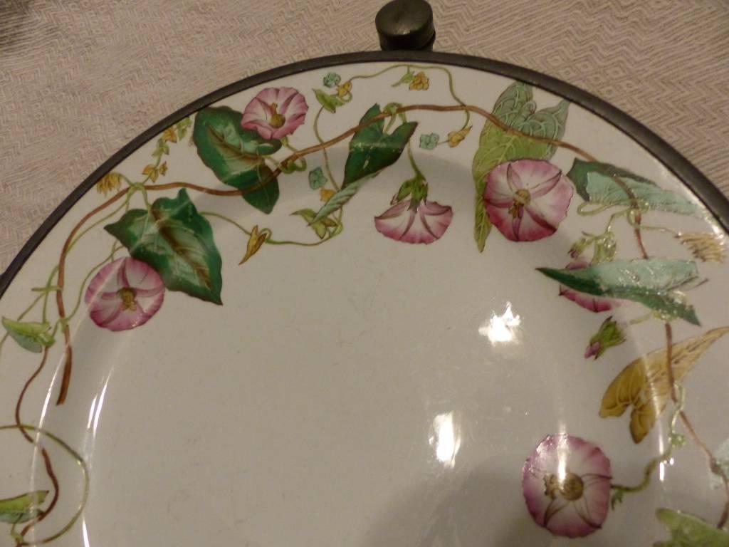 No - 388 - Assiette en faïence  décor floral et réservoir en étain  19ème | Puces Privées