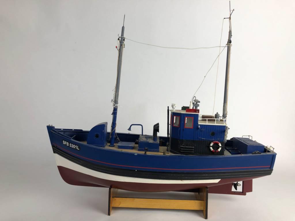 Maquette de Chalutier - bateau de peche - long 54 cm   Puces Privées
