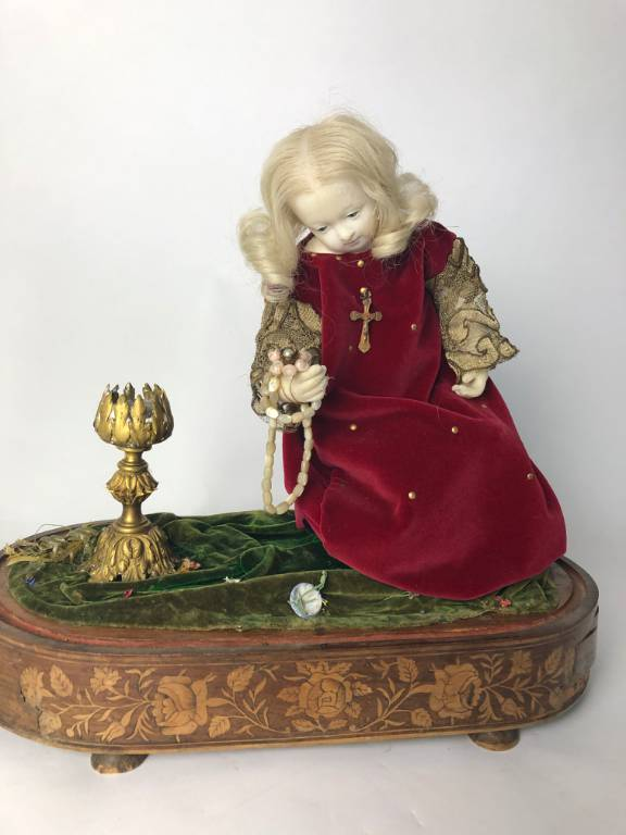 ART POPULAIRE RELIGIEUX - ENFANT JESUS EN CIRE SOUS VERRE EPOQUE NAPOLEON III | Puces Privées
