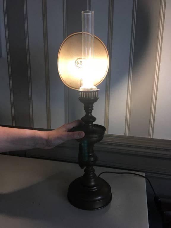Lampe à pétrole électrifiée