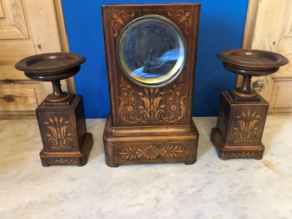 Pendule Charles X et ses cassolettes   Puces Privées