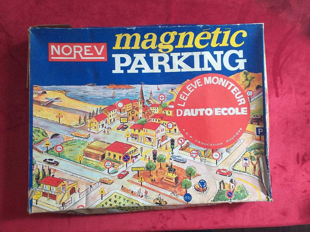 Jeu vintage  Magnetic Parking Norev | Puces Privées