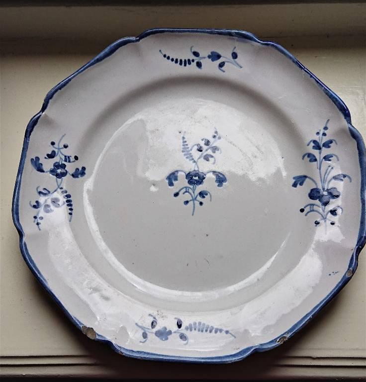 Assiette en faience à décor de brindilles bleu, XIXème siècle | Puces Privées