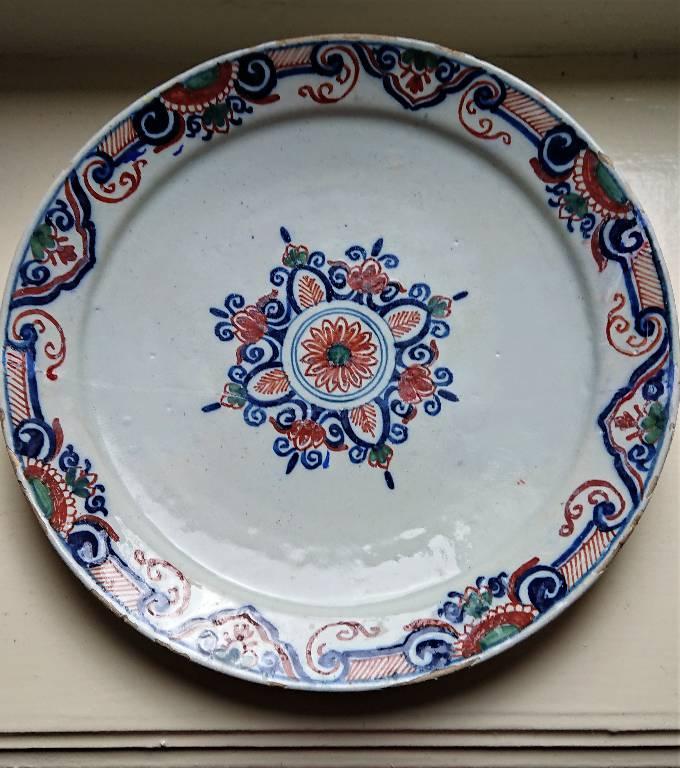 Belle assiette en faience de Delft XVIIIème Siècle, restaurée | Puces Privées