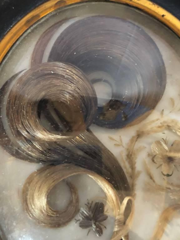 Cadre souvenir en cheveux | Puces Privées
