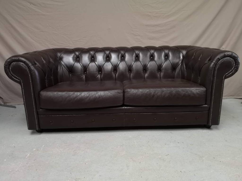 Canapé chesterfield cuir marron vintage | Puces Privées
