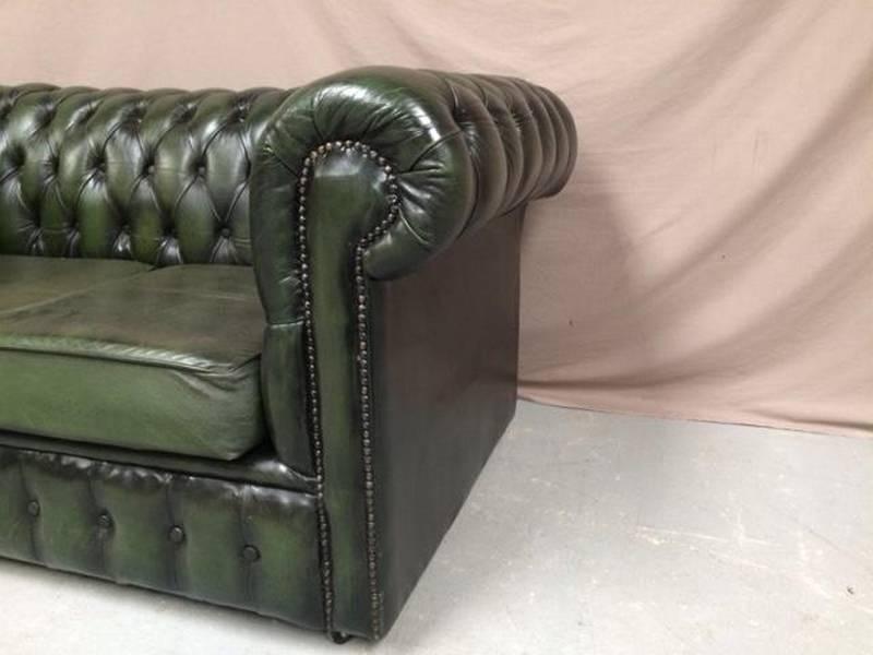 Canapé chesterfield cuir vert deux places   Puces Privées
