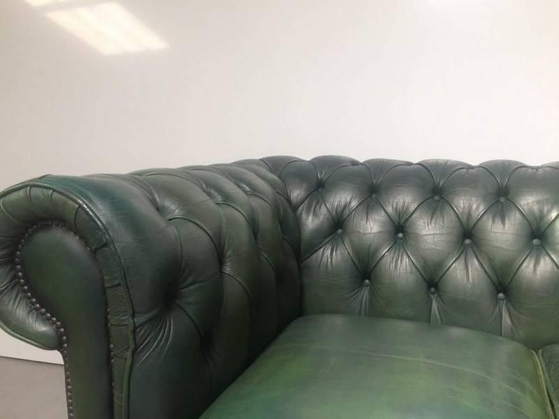 Canapé chesterfield cuir vert anglais   Puces Privées