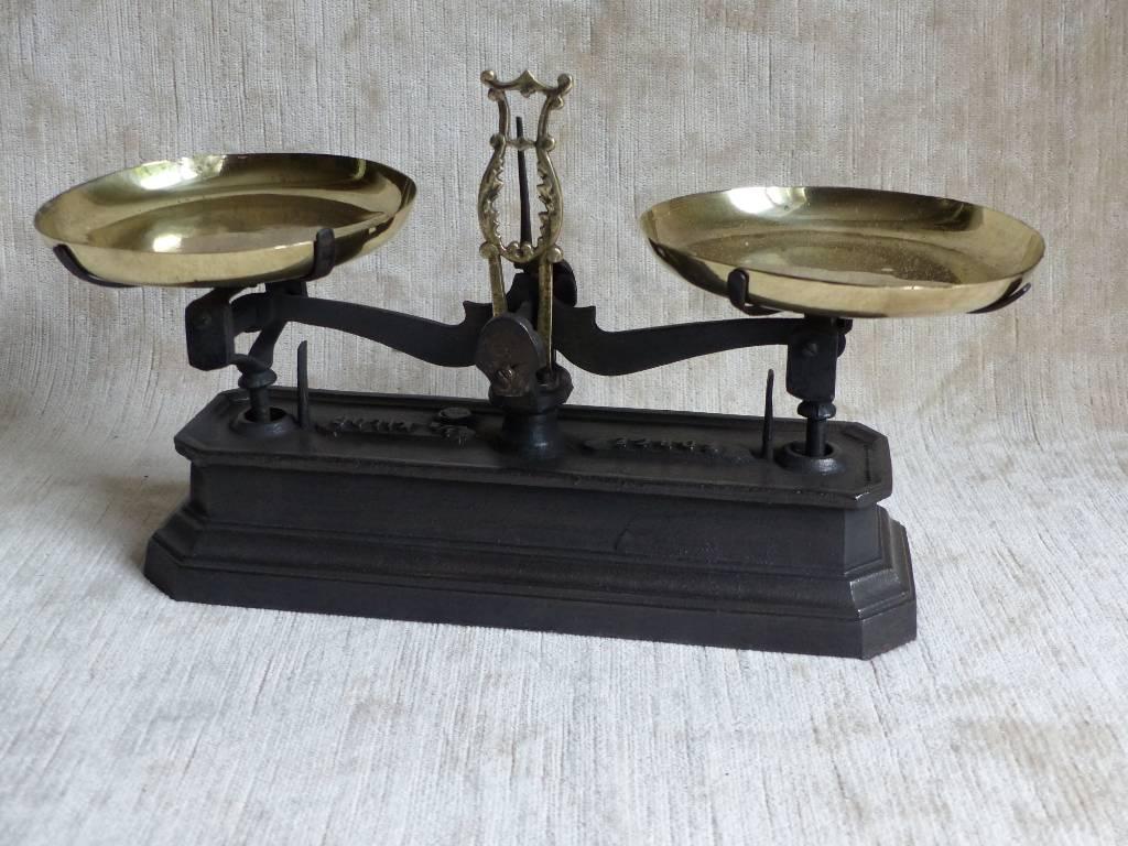 No - 423 - Balance type Roberval force un demi kilo | Puces Privées