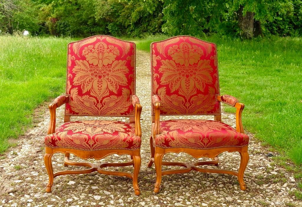 Paire de grands fauteuils rouges | Puces Privées