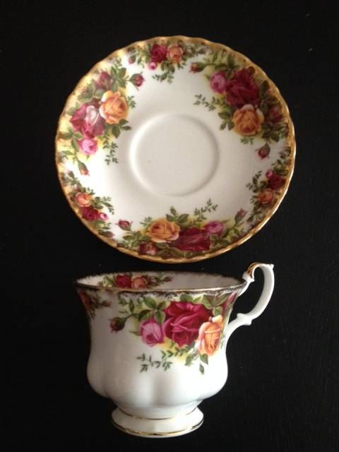 Tasse Royal Albert Old country roses | Puces Privées
