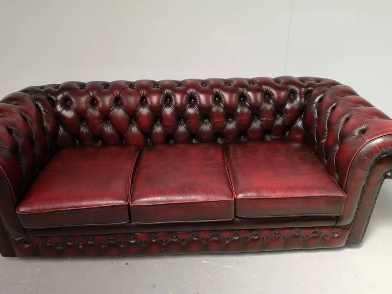Grand canapé chesterfield cuir bordeaux 3 places | Puces Privées