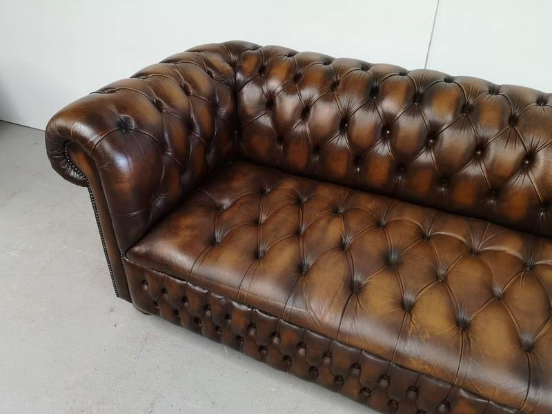 Canapé chesterfield cuir marron 3 places | Puces Privées
