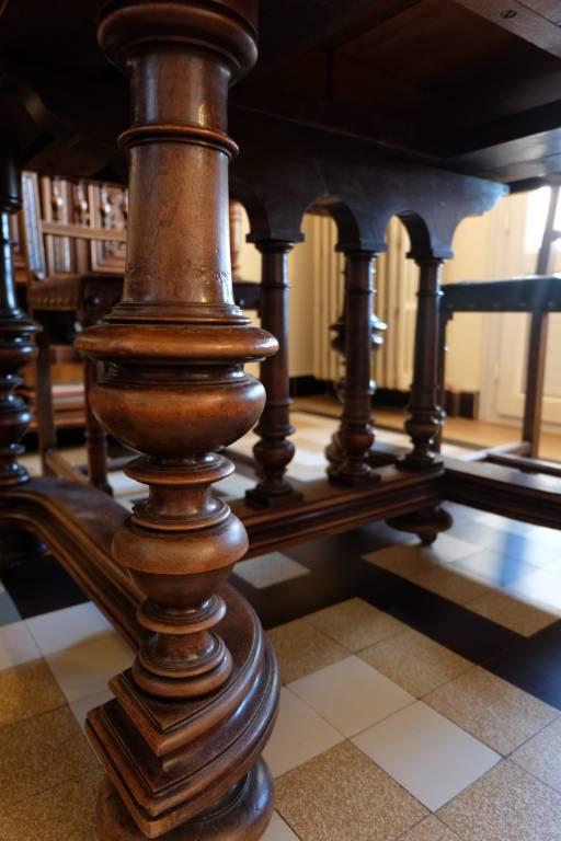 #1 - Table en bois massif | Puces Privées